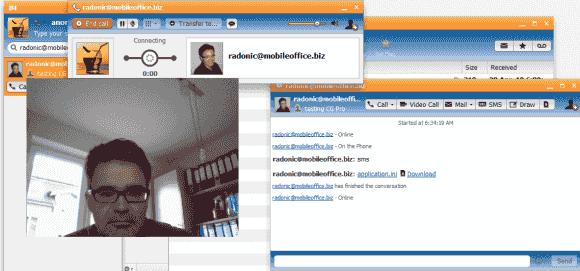 Mit CommuniGate Pro können zwei Anwender Videokonferenzen abhalten.