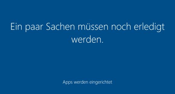 Durch das separate Installieren der mitgelieferten Apps für jeden Benutzer verlängert sich das Warten beim ersten Login.