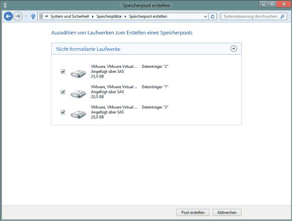 Der Wizard in Windows 8 bietet alle unformatierten Laufwerke für die Aufnahme in Storage Pools an.